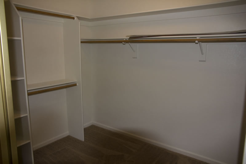 (19) Master Closet