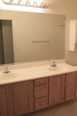 15 Hall Bathroom